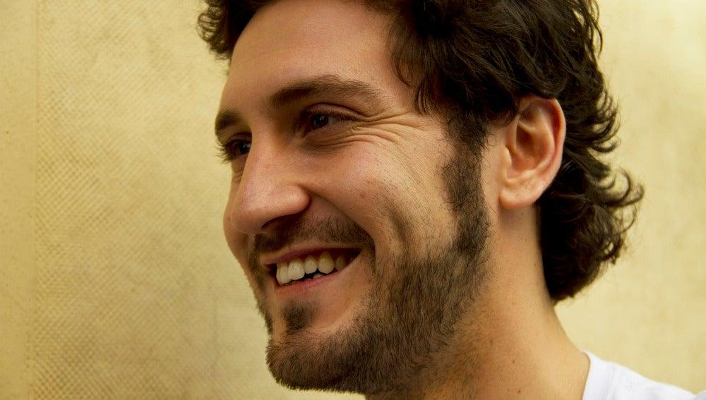 Alex Gadea sonríe guapísimo