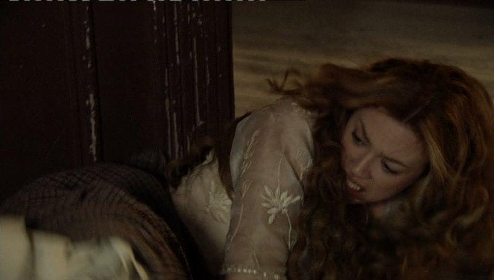 Sara recibe una paliza