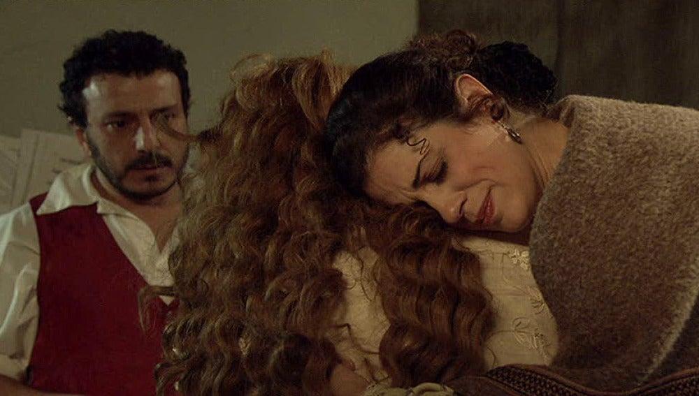 Flor y Marcial son el apoyo de Sara