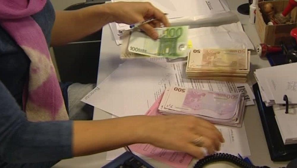 El Gobierno limita los sueldos en la banca