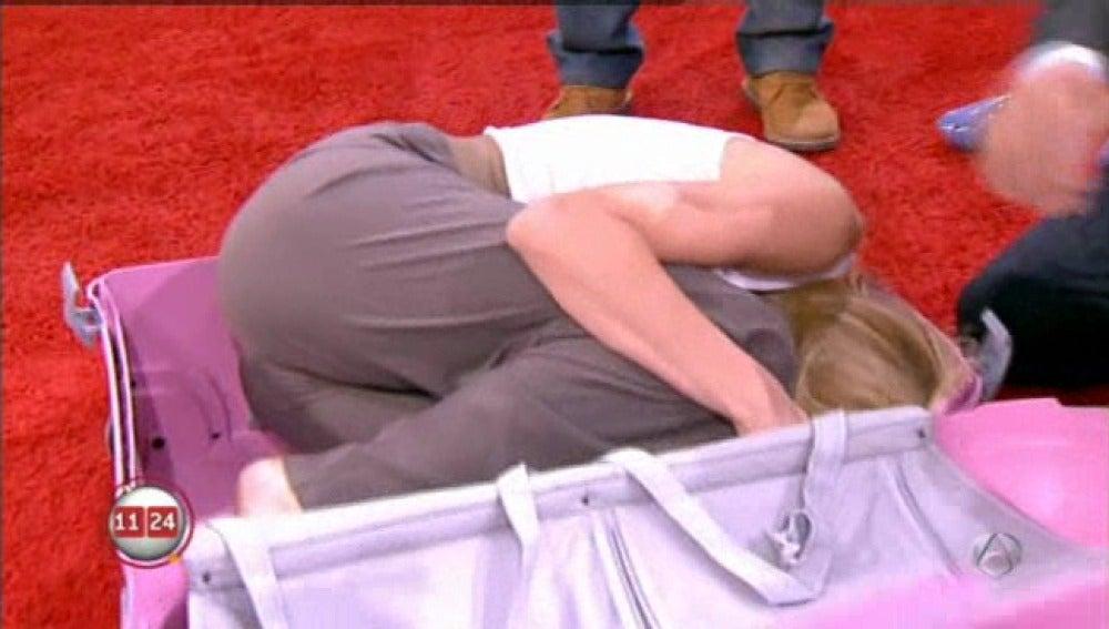 Susanna en una maleta