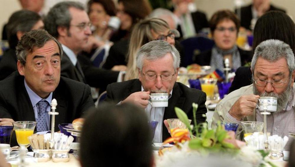 El presidente de la CEOE, Juan Rosell, y los secretarios generales de CCOO, Ignacio Fernández Toxo, y de UGT, Cándido Méndez