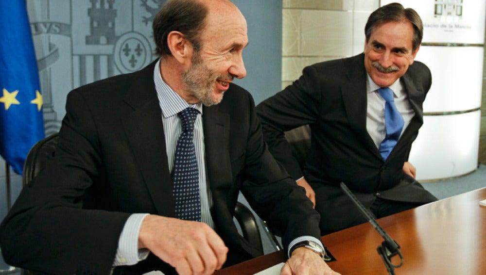 Alfredo Pérez Rubalcaba y Valeriano Gómez