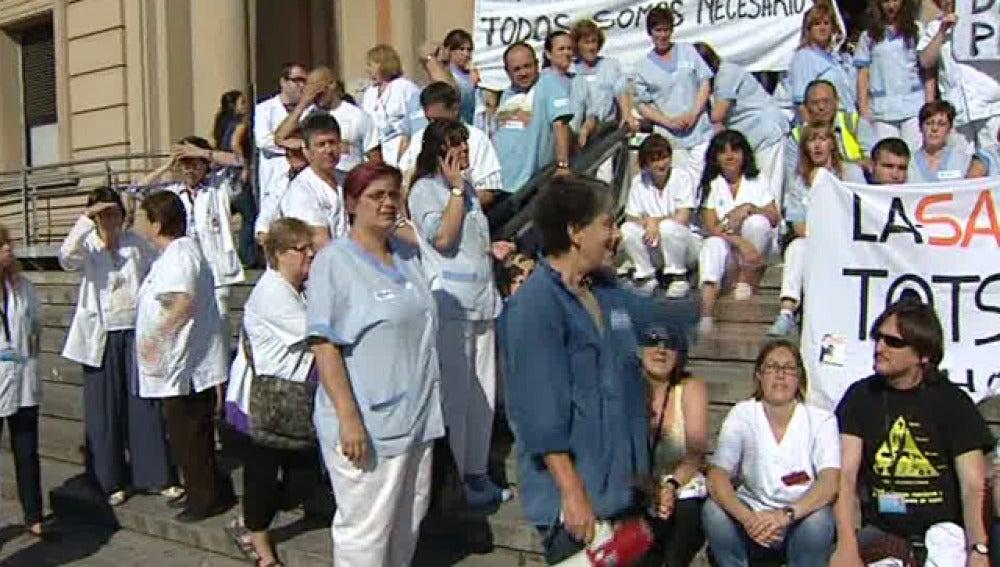 Medicos catalanes protestan por los recortes sanitarios en Cataluña