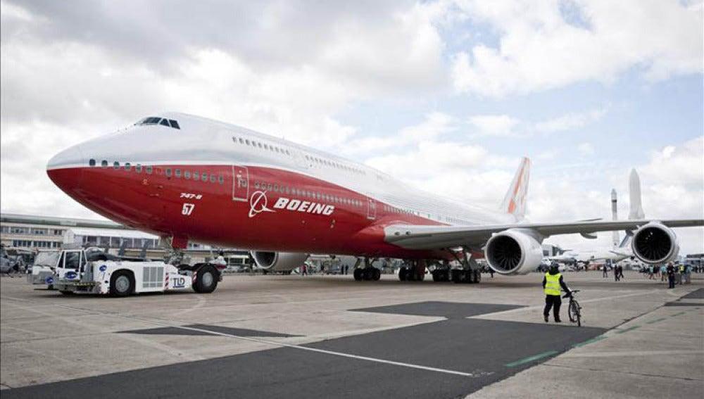 El nuevo modelo del Boeing 747 expuesto en Le Bourget, a las afueras de París (Francia).