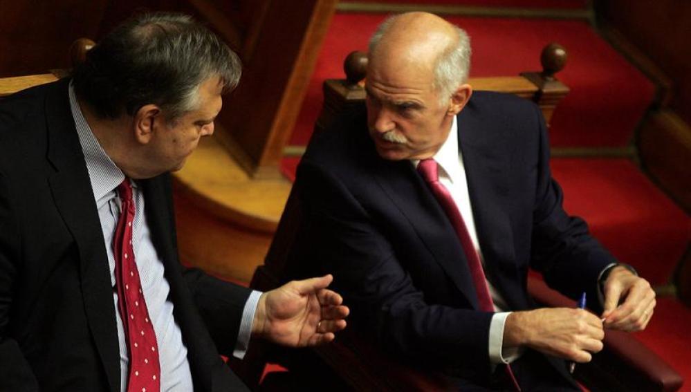 El ministro de Finanzas griego, Evangelos Venizelos, y el primer ministro, Yorgos Papandréu