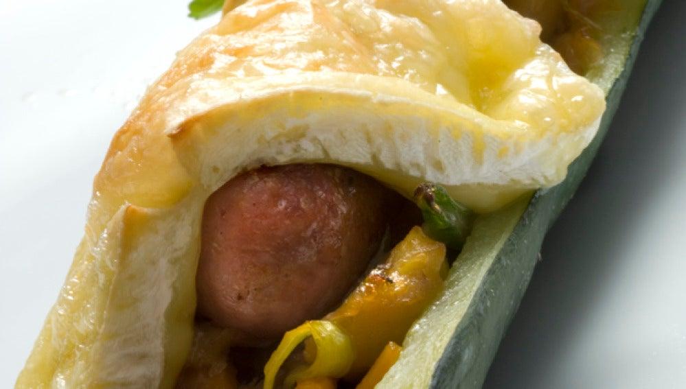 Calabacín relleno de salchicha y queso