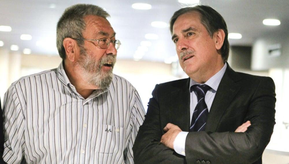Cándido Méndez charla con el ministro de Trabajo, Valeriano Gómez