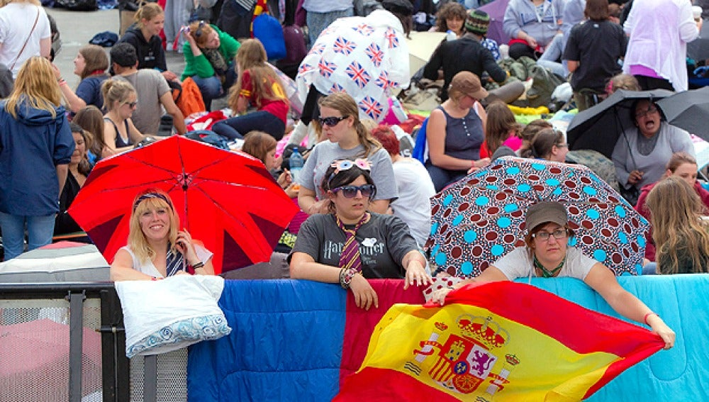 Españolas acampadas en Londres