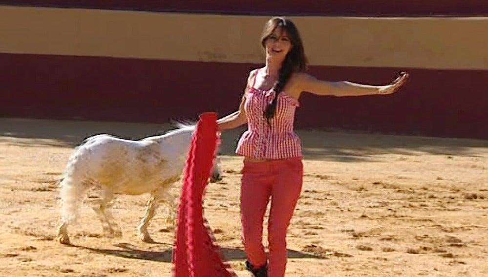 Romina Belluscio torea un poni