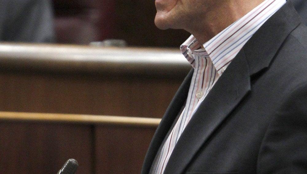Tirón de orejas de Bono a Sebastián por no llevar corbata en el Congreso