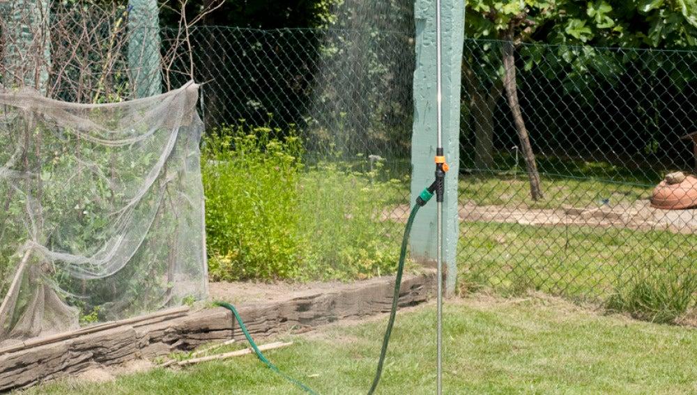 Antena 3 tv instalar ducha para jard n for Aspersores de agua para jardin