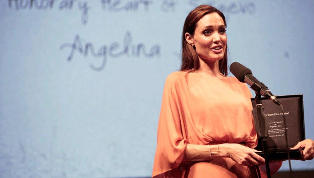 Jolie recibe un premio en Sarajevo