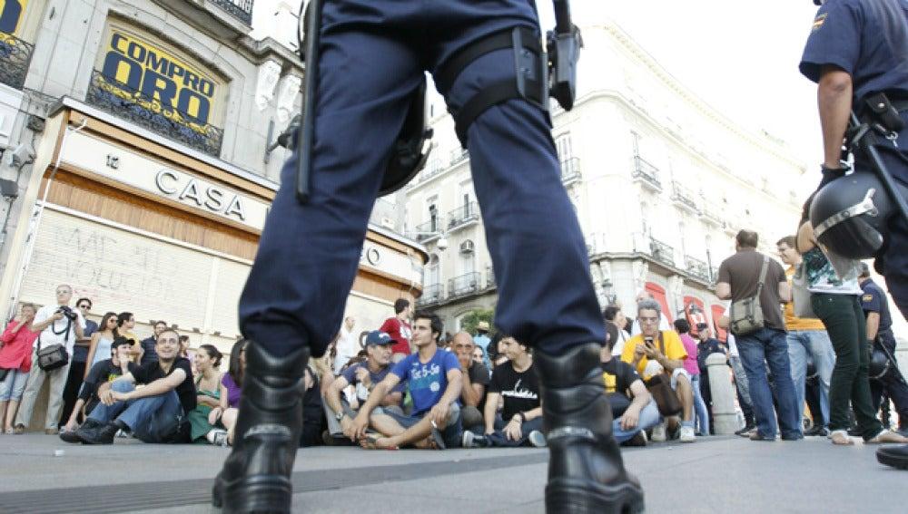 Centenares de personas se concentran esta tarde en las inmediaciones de la Puerta del Sol