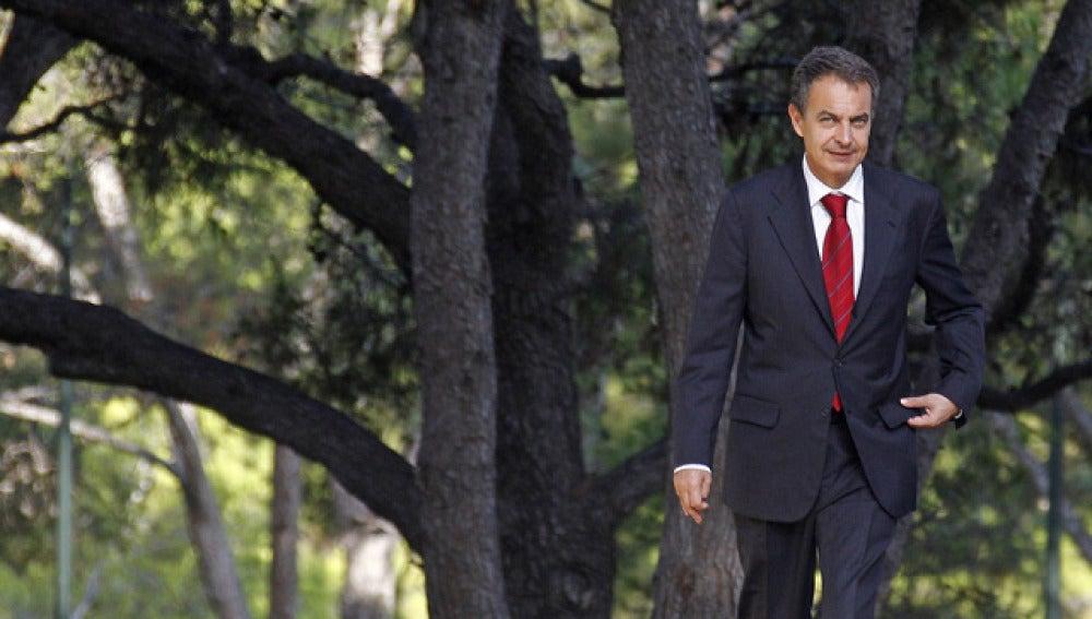 Zapatero vuelve a su despacho