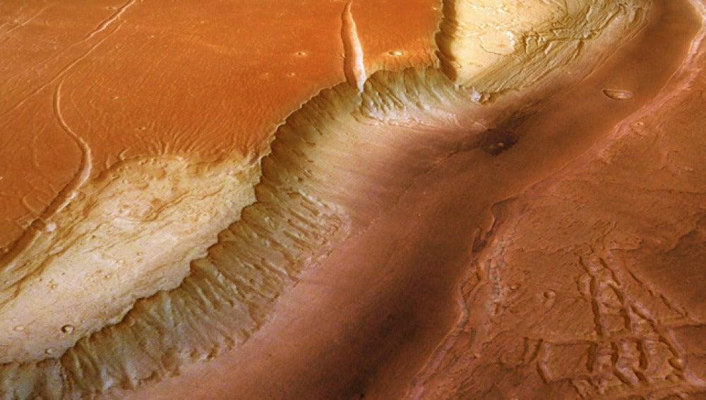 La NASA detecta indicios agua salada en Marte
