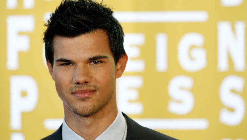 Taylor Lautner en la comida de Asociación de la Prensa