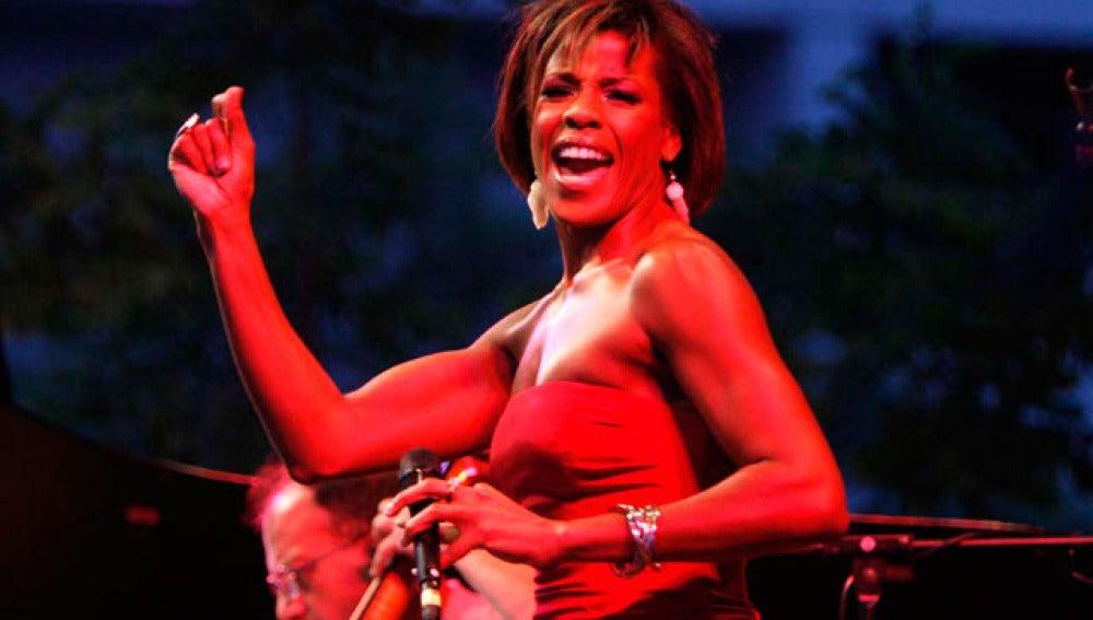 Nicole Henry, la elegancia del jazz