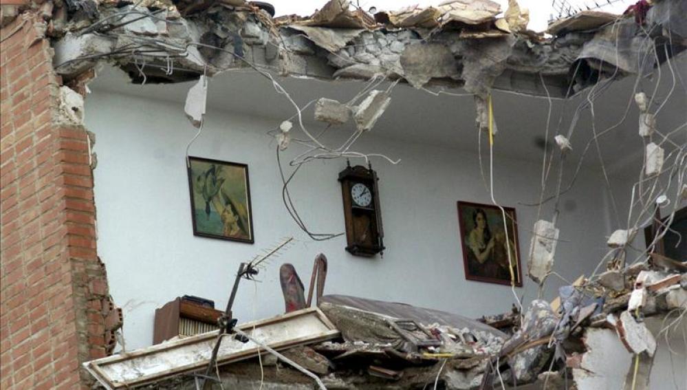 Imagen de una vivienda derruida por el pasado terremoto de Lorca (Archivo)