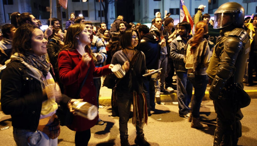 Jóvenes chilenos exigen reformas educativas al Gobierno