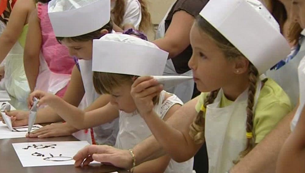 Un taller sobre el chocolate entretiene a los niños en verano