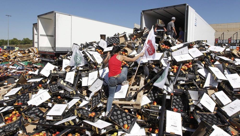 Camiones de fruta españoles durante el asalto