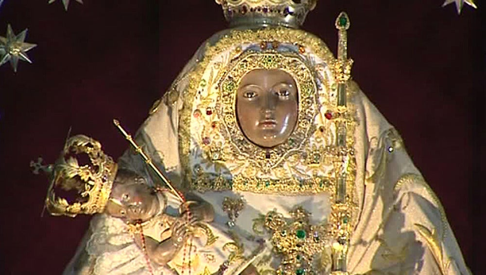 """Miles de peregrinos caminan para llegar a """"La Morenita"""""""