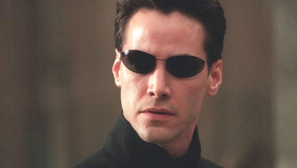 Keanu Reeves con sus tradicionales gafas de sol