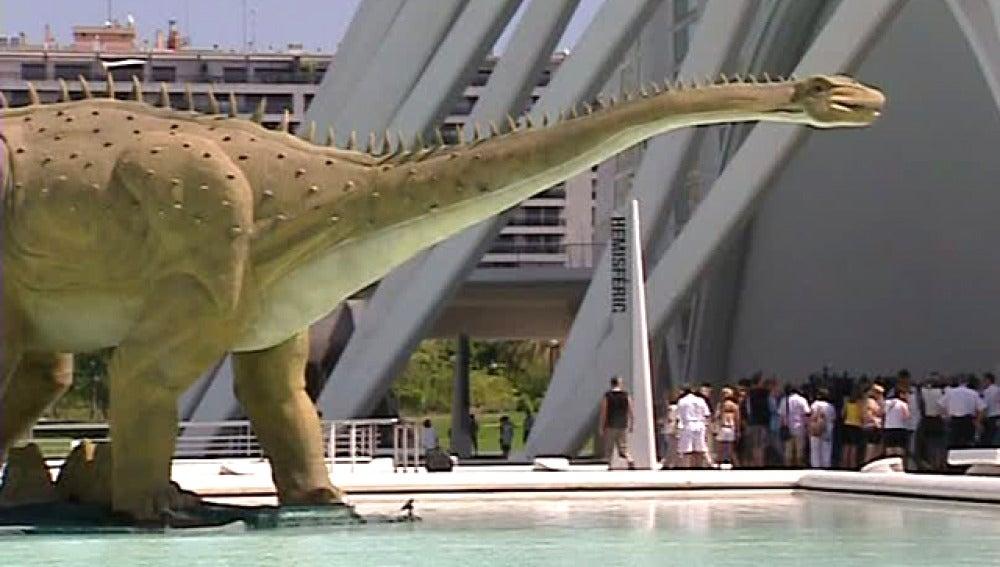 Valencia acoge la mayor exposición de dinosaurios robotizados de toda Europa