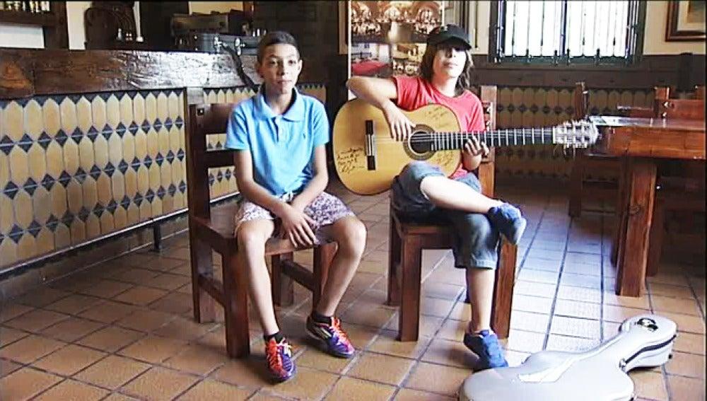 Dos niños se elevan como las nuevas promesas del flamenco.