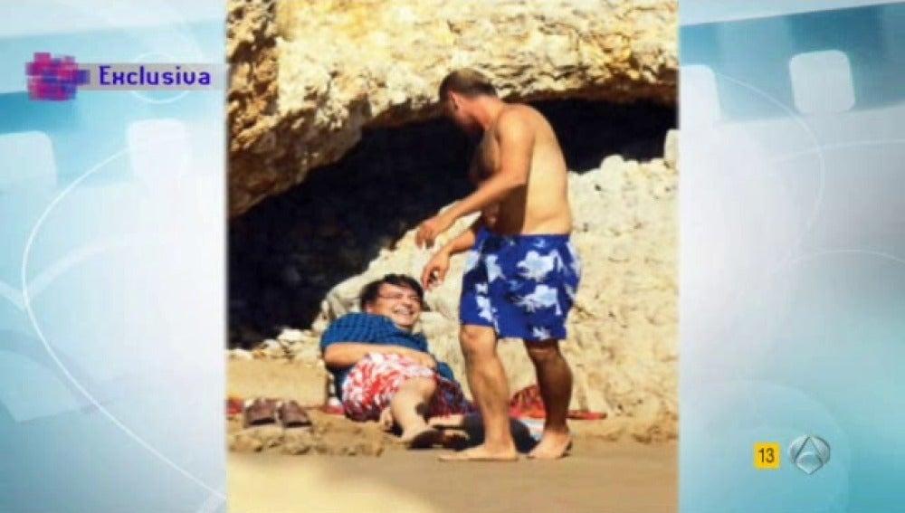Antonio Canales pillado en la playa