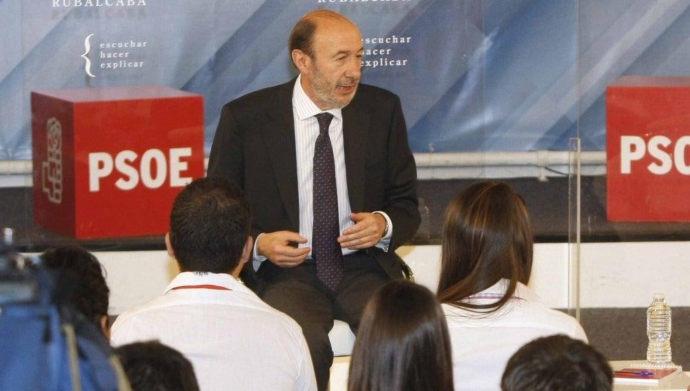 """Rubalcaba propone """"forzar"""" el primer contrato para los licenciados"""