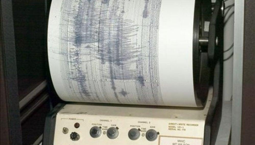 Un sismógrafo mide un terremoto