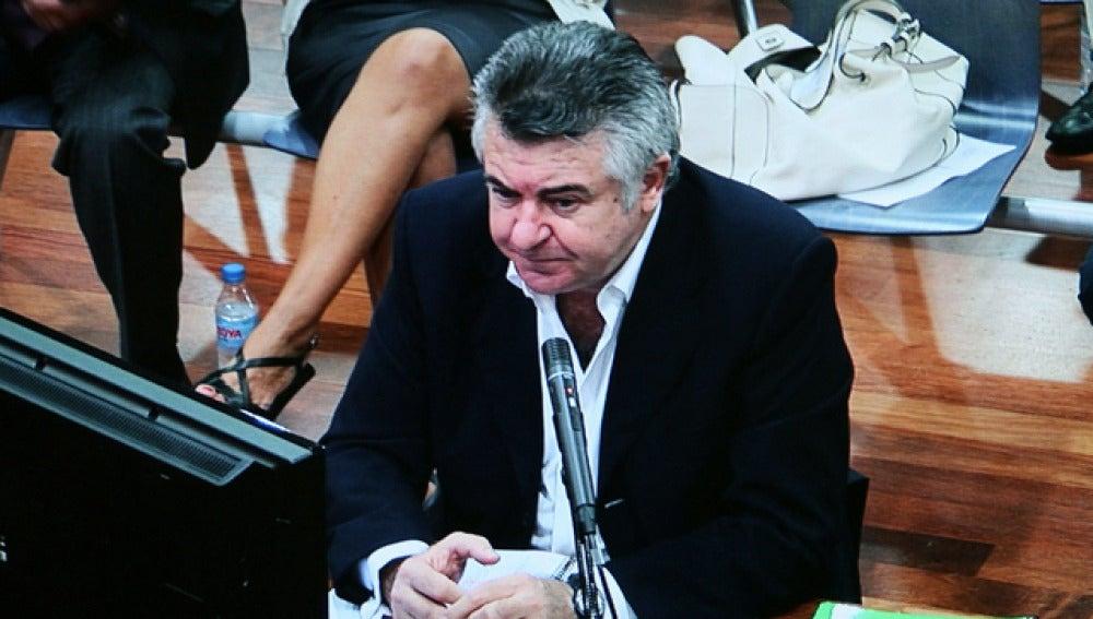 """El principal acusado en el caso 'Malaya', contra la presunta trama de corrupción en Marbella, Juan Antonio Roca, ha asegurado este lunes que compró billetes premiados de lotería para """"evitar el impuesto del dinero que tenía"""" en caja."""