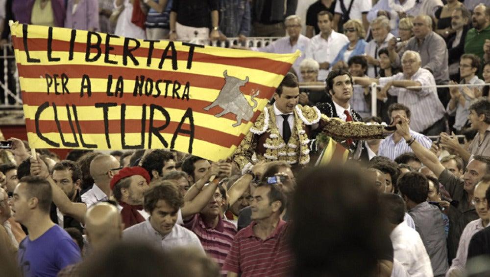 """Gritos de """"libertad"""" en la penúltima corrida"""