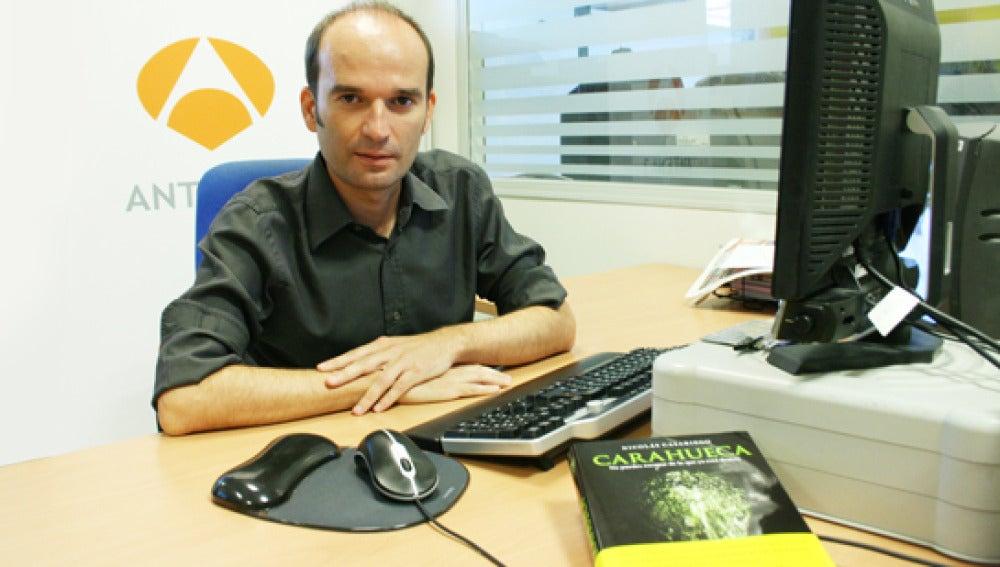 El escritor Nicolás Casariego en un momento del encuentro digital en el que ha respondido a los internautas.