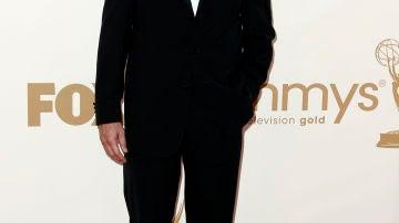 Hugh Laurie acudió muy elegante a la gala