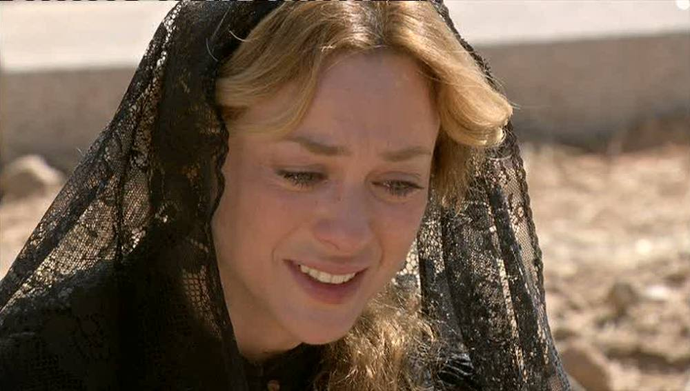 Sara se derrumba en el funeral de Miguel