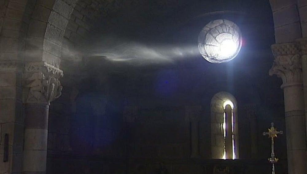 """Milagro de la luz"" en la Iglesia de Santa Marta de Tera"