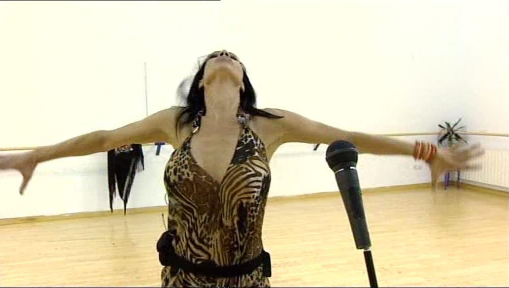 Toñi Salazar se prepara la canción de Lola Flores