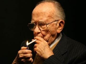 Santiago Carrillo, un fumador empedernido