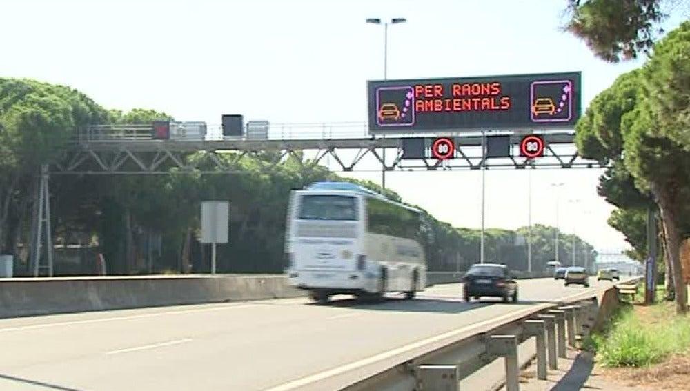 Barcelona vuelve a reducir la velocidad por la contaminación