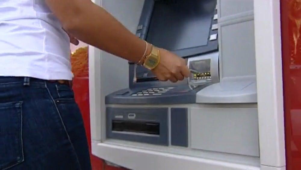 El riesgo de arrojar el comprobante bancario a la papelera
