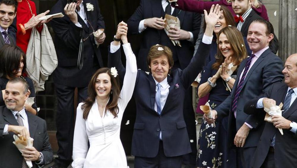 Paul McCartney junto a Nancy Shevell