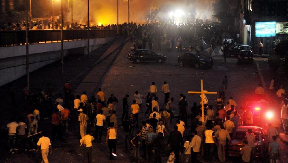Cristianos coptos se enfrentan a fuerzas de seguridad egipcias