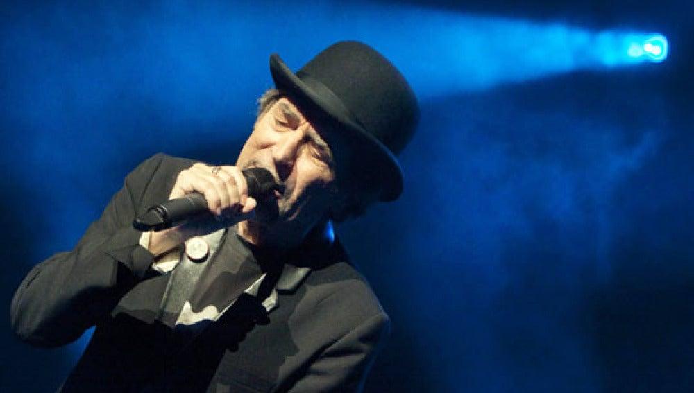 El cantautor español Joaquín Sabina se presenta en concierto en su debut en los escenarios del Hammerstein Ball Room de la ciudad de Nueva York.
