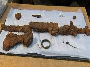 Hallan un barco vikingo con restos humanos de más de mil años de antigüedad en Escocia