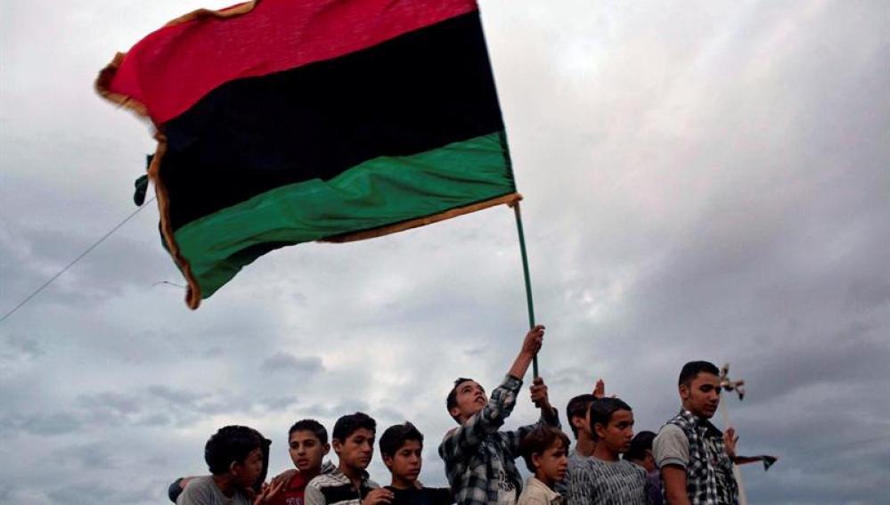 Libios participan en una celebración masiva en la plaza de la Libertad de Misrata