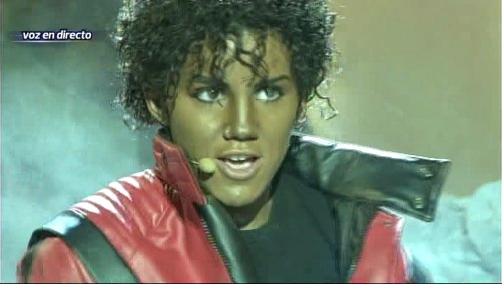 Angy interpreta a MIchael Jackson