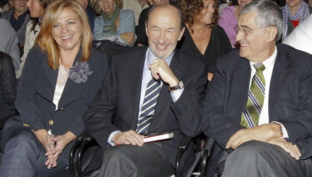Rubalcaba junto a Elena Valenciano y Juan Miguel Hernández, presidente del Círculo de Bellas Artes